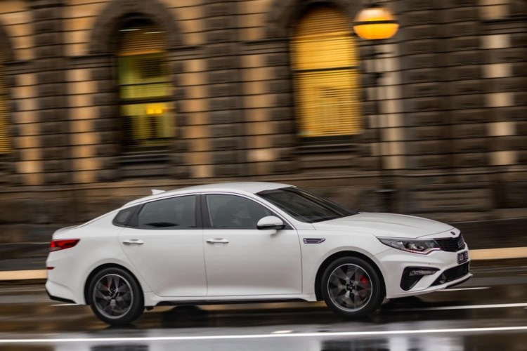 The refreshed 2019 Kia Optima has been detailed with the Korean car maker dropping the price by up to $1200 but deleting features along the way.