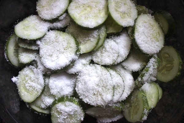 Soaking cucumber slices in salt