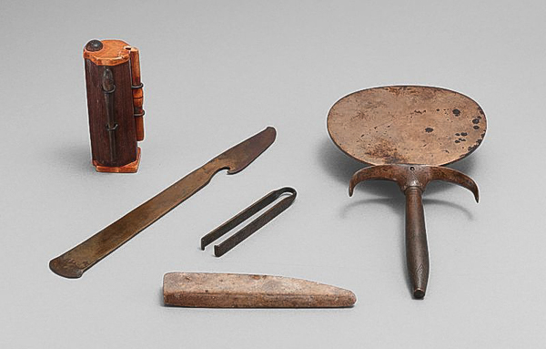 "An ancient Egyptian cosmetic set, including a Kohl ash tube (upper left) from around 1500 BC at the Metropolitan Museum of Art. (<a href=""https://commons.wikimedia.org/wiki/File:Egyptian_cosmetic_set.jpg"" data-recalc-dims="