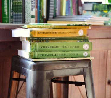 Introductory Herbal Course Giveaway