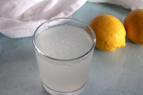 Homemade Water Kefir (natural probiotic soda)