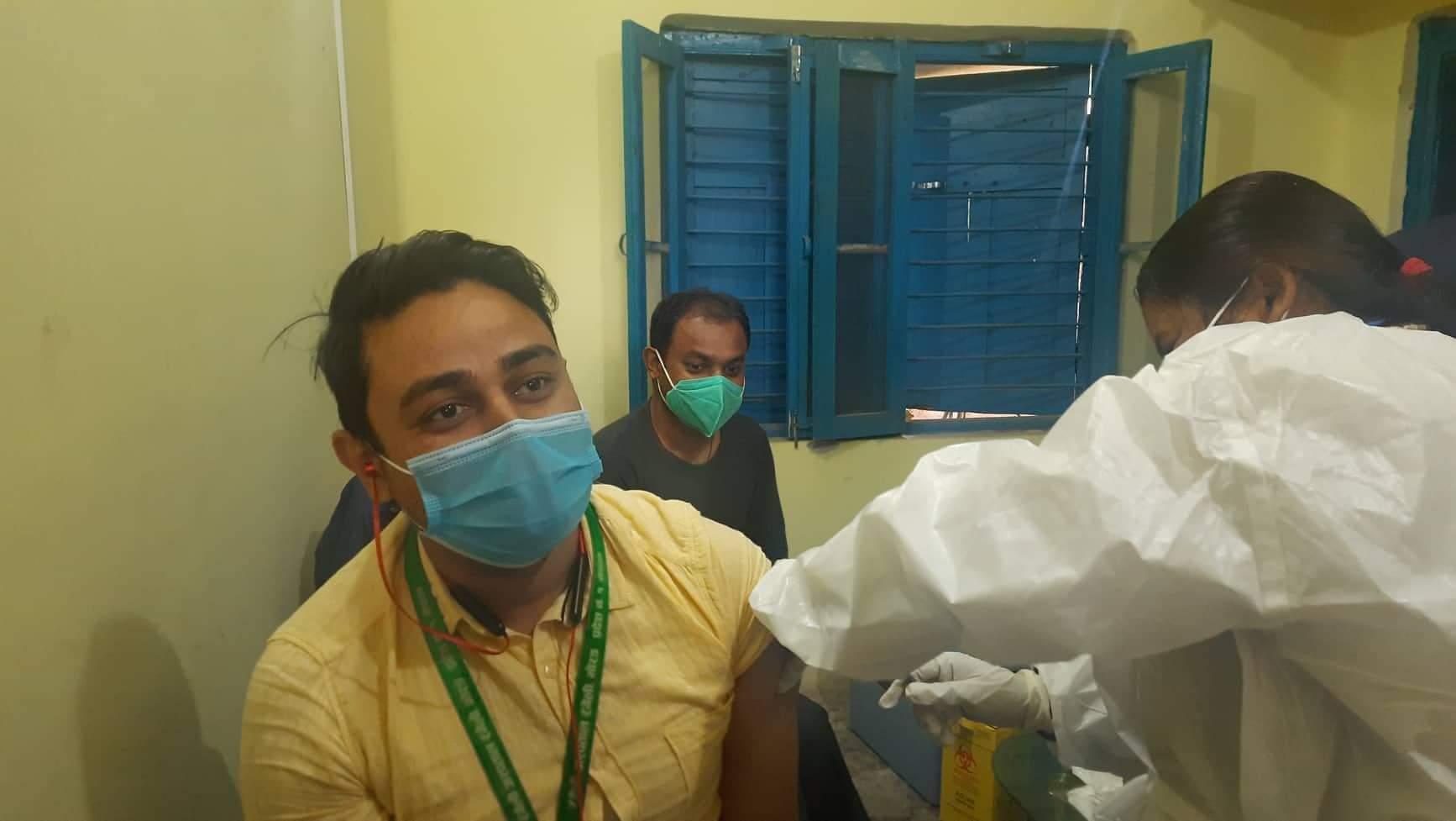 रंगेली अस्पतालमा कोरोना विरूद्ध खोप दिन शुरू, मेसु पाँडेले आफैले लगाए पहिलो खोप
