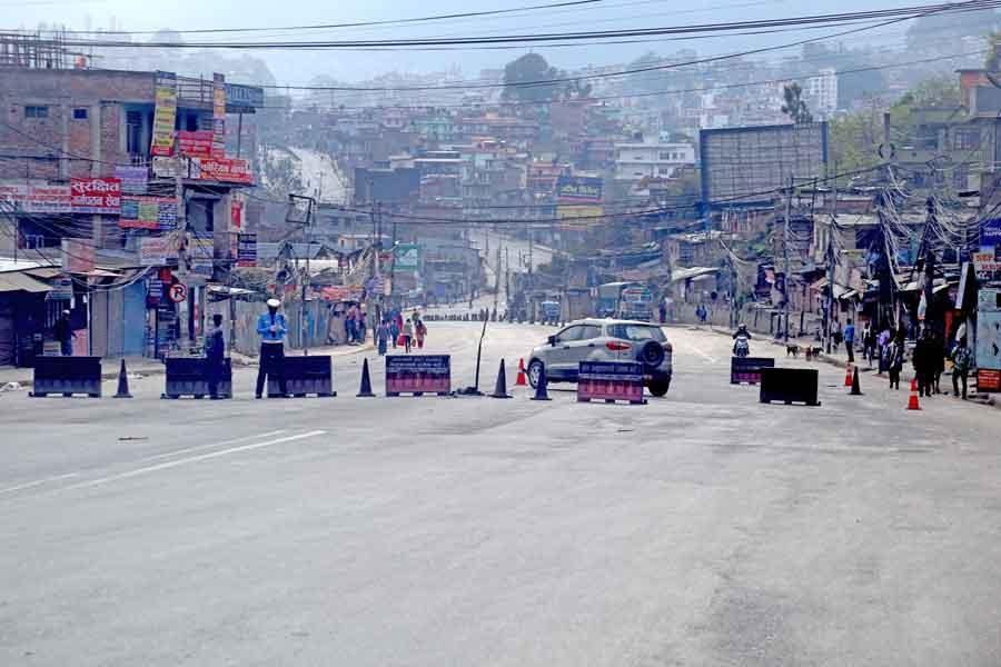 कोरोना सङ्क्रमण दर बढ्दै गएपछि काठमाण्डौ भित्रिने मुख्य नाकामा कडाइ
