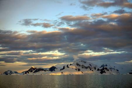 photos_and_videos/Antarcticalandscape_10155335928056869/18121228_10155335973561869_3232389096373104959_o_10155335973561869.jpg