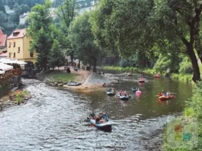 Sport   Paddeln auf der Moldau