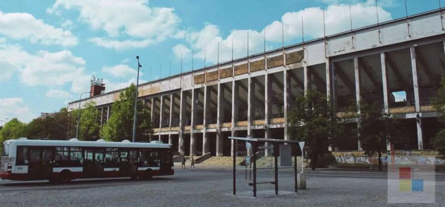 Der Eingang zum Strahov Stadion
