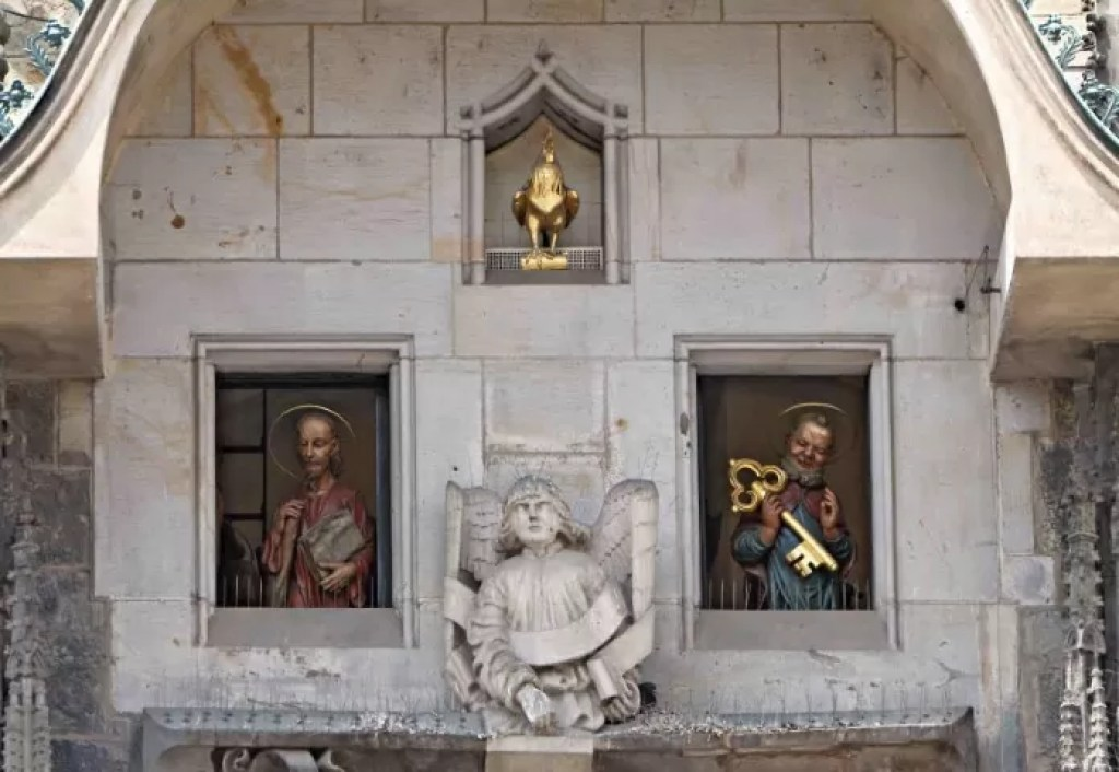 Visitors can spot 12 apostles and more fascinating sculptures on the clock