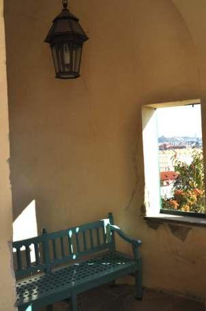 _Prague_bench_fall_1