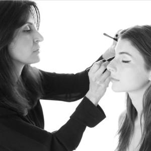 Kendra Doing Eye Makeup