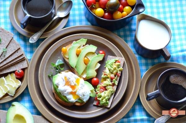 mic-dejun-cu-avocado