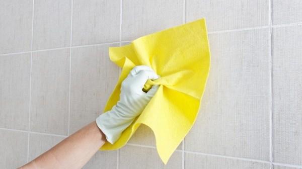 πως καθαρίζω ένα βρώμικο τοίχο