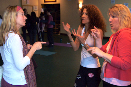 Photo: hearing-impaired yogini talking with Desirée