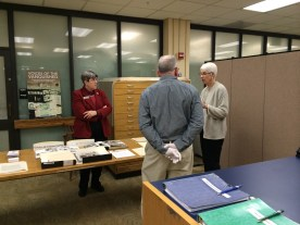 Uniersity ArchivesのAnne Turkosが、Dean Steele とゲストに「プランゲ・ペーパーズ」を紹介しています。