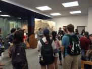 参加者はまずホーンベイク図書館1階ロビーに集まりました。メリーランド大学国際関係学部のJoe Scholten教授が挨拶を行いました。