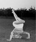 Marilyn-Monroe-Headstand-Shirsasana-VI