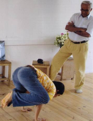Desikachar teaching yoga poses to his daughter, Mekhala