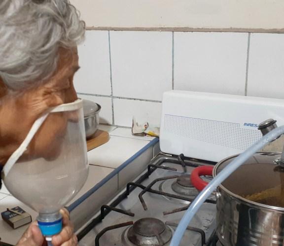 Villa El Salvador: Vaporizadores caseros para frenar la emergencia sanitaria desde la medicina y el saber tradicional