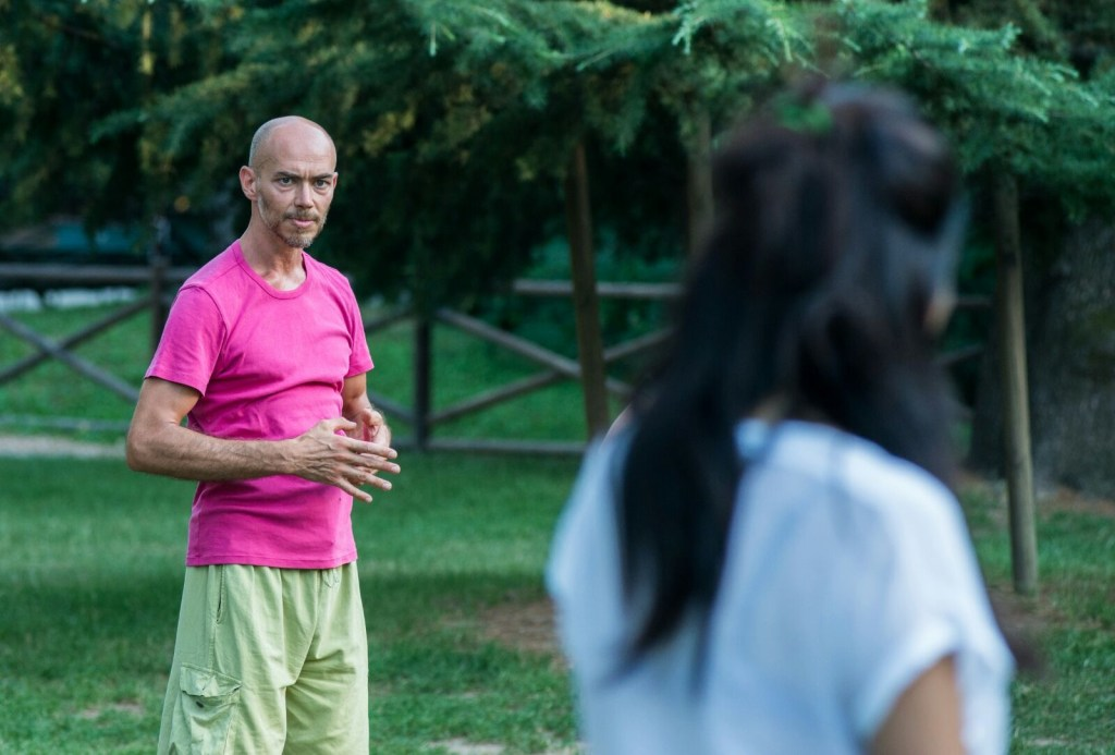 Daniele Guainazzi conduce sessione al parco di Porta Venezia - Pratica Bioenergetica