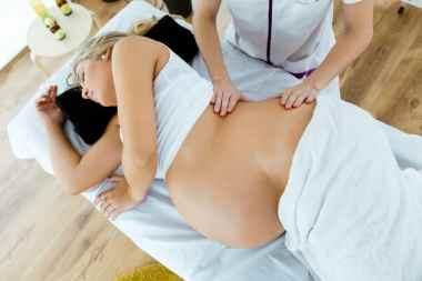 babymoon : massage prénatal pour femme enceinte