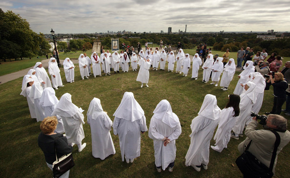 Druids+gather+Primrose+Hill+Celebrate+Autumnal+L3FSWzeMLXnl