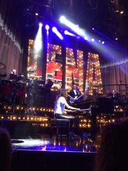 Det går inte att ta ifrån henne att hon är otroligt bra på sång och pianospel.