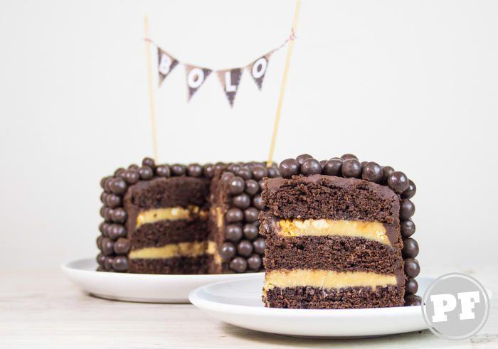Bolo de Chocolate e Amendoim Recheado