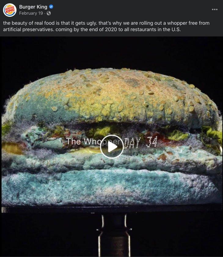 Whopper mofado do Burger King no video americano.
