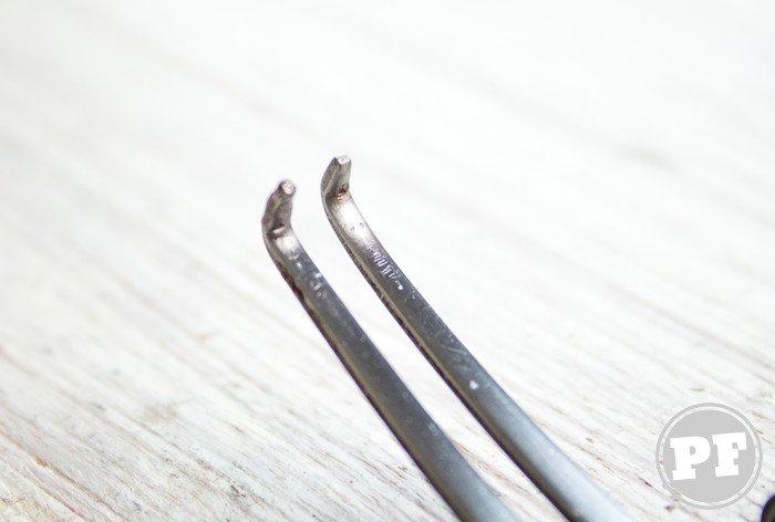 Dentes do garfo com as pontas dobradas