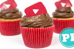 Cupcake de Baunilha, Frutas Vermelhas e Chocolate por PratoFundo.com