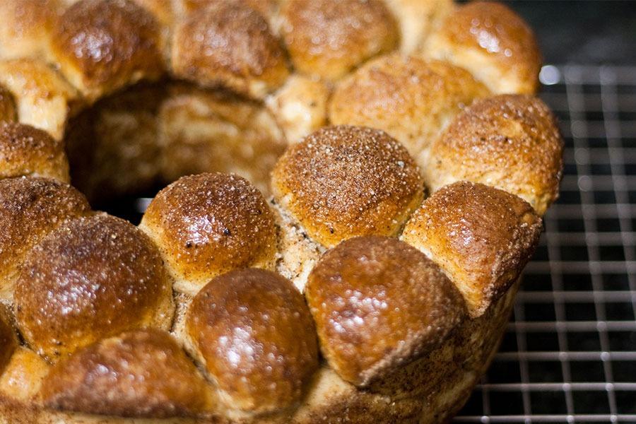 Pão Doce de Canela Americano (Monkey Bread) por PratoFundo.com