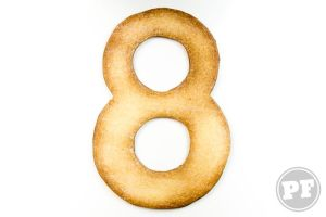 8 Anos: Cookies e Tipografia