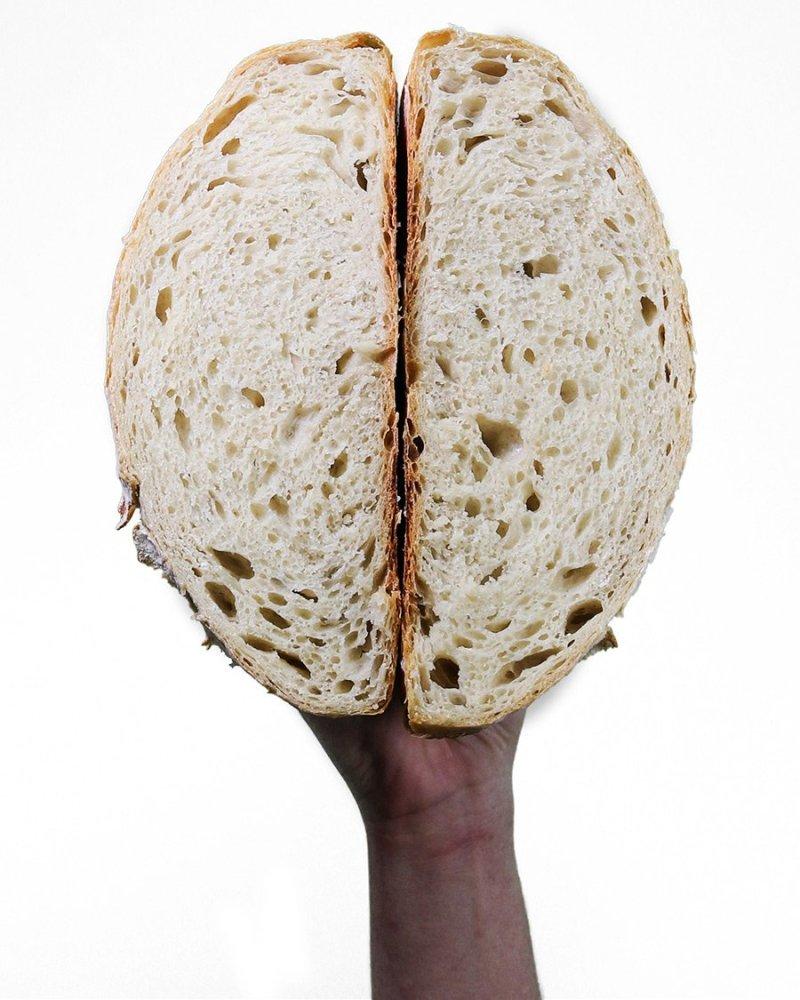 pão redondo cortado no meio