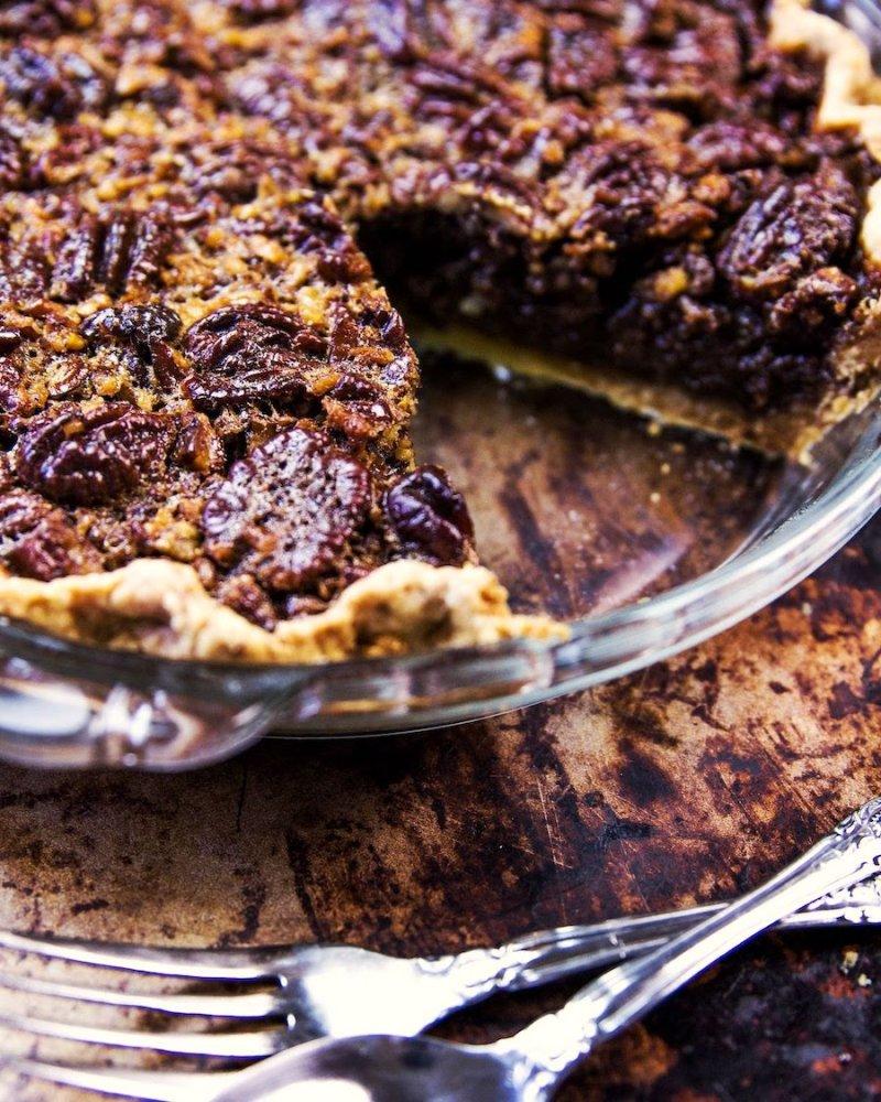 Pecan Pie: Torta de Nozes Pecan fatia sobre uma assadeira