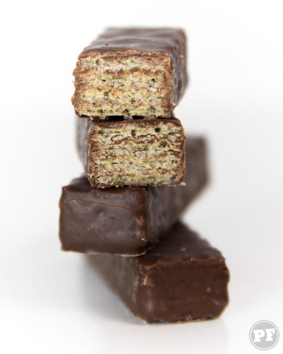 Bis Mais Chocolate em corte um sobre o outro