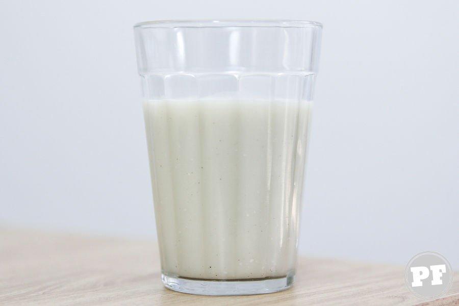 Leite de Amêndoas da Silk em um copo