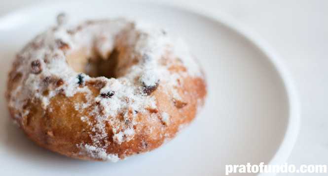 Sonho Assado de Canela & Cardamomo (Baked Doughnuts)