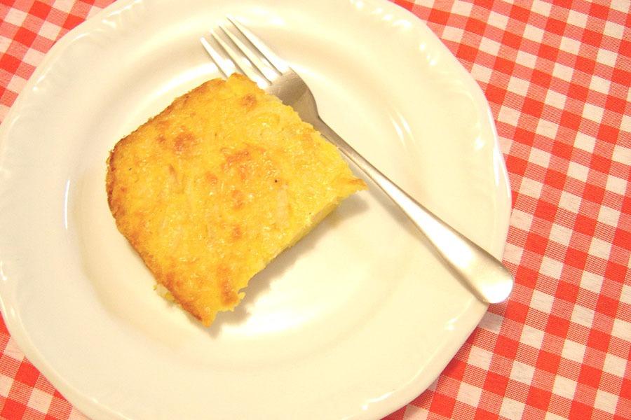 Sopa Paraguaia: Torta de Milho e Cebola por PratoFundo.com