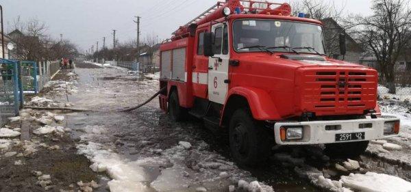 Завеснило: рятувальники два дні відкачували воду з ...