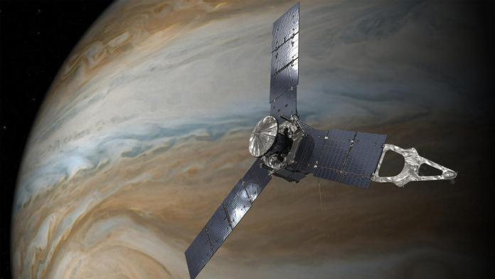 La sonda Juno logró pasar a 4.500 kilómetros arriba del techo de nubes, ninguna otra nave  ha estado en esa zona.