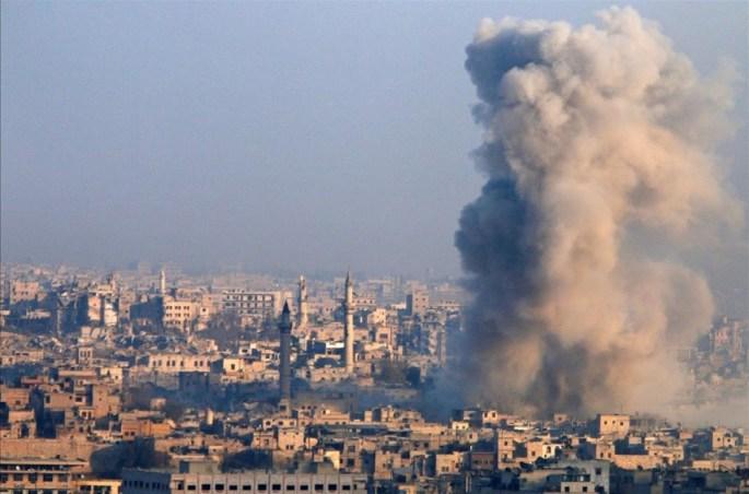 En Alepo, el bombardeo es cosa de todos los días, es la postal diaria. La ayuda no llega y no hay hospitales. La muerte empapa las calles.