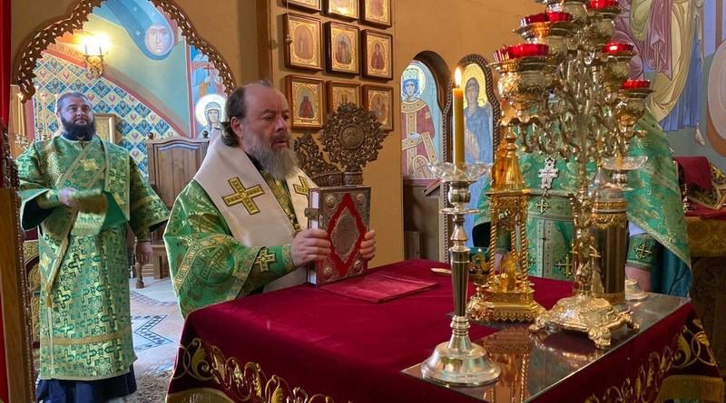 Владыка Митрофан совершил богослужение в епархиальном храме