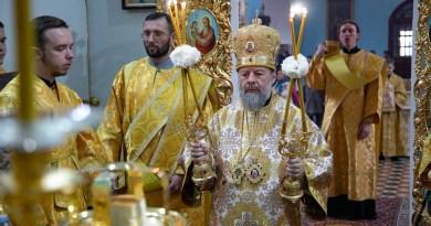Архипастырь возглавил соборное служение Литургии