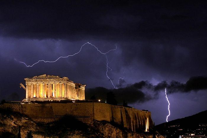 Молнии над Акрополем