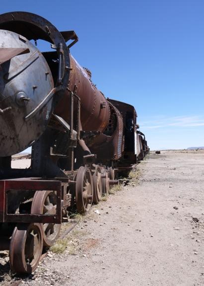 Train_cemetery_Salar_de_Uyuni_tour_Bolivia.JPG