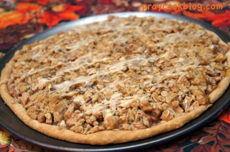 apple pizza upclose