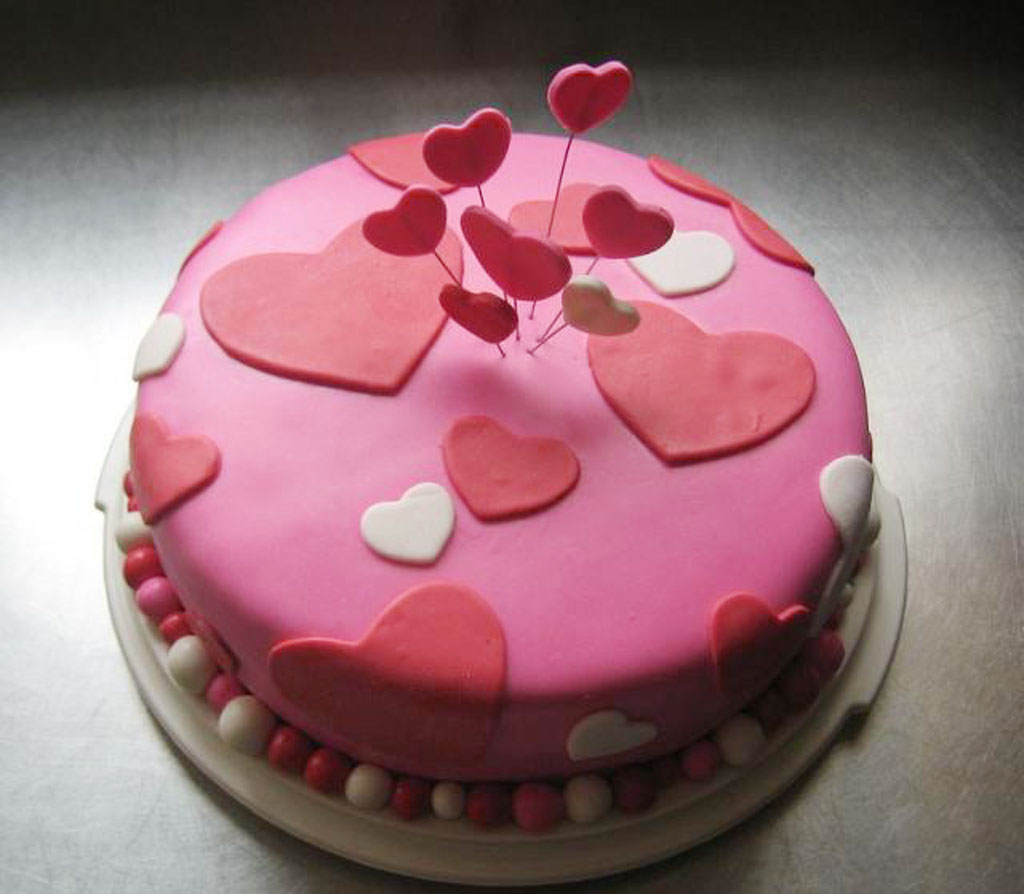 Chic And Trendy Valentines Cake Valentine Cakes