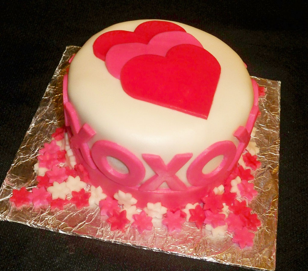 Fondant Covered Pound Cake For Valentines Valentine Cakes