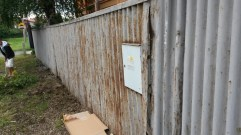 At the Roma School in Kezmarok. This is how the fence looked before we started.
