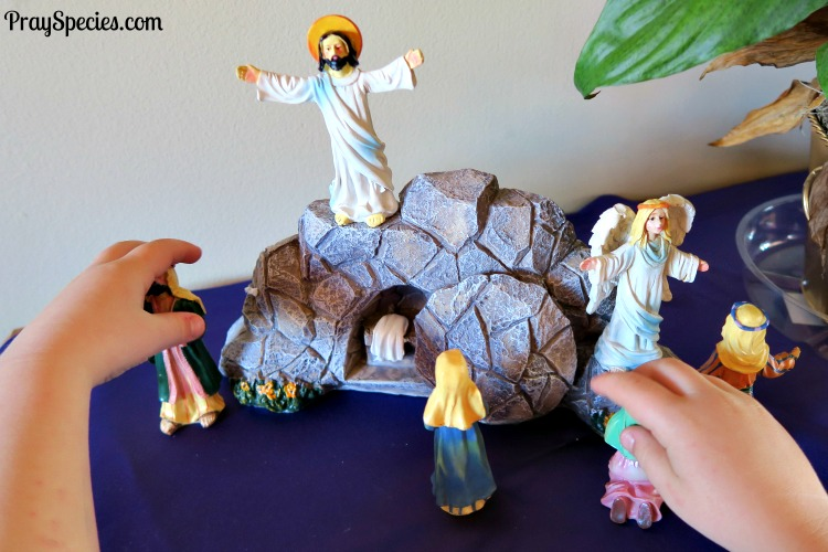 An Easy Way to Show Holy Week in Your Home