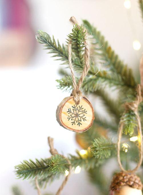 Як прикрасити новорічну ялинку?